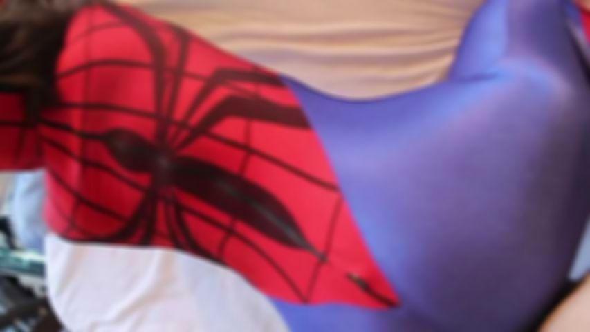 78 Superheroines Spidergirl Blasen und Ficken