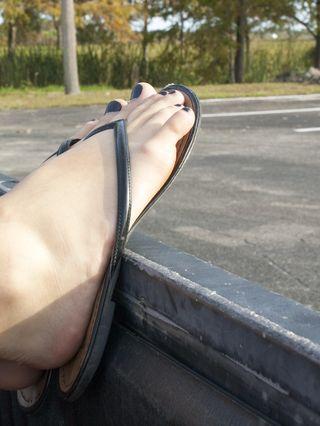 Amateur Annabel Harvey Masturbating Outside In A Strangers Pickup Truck