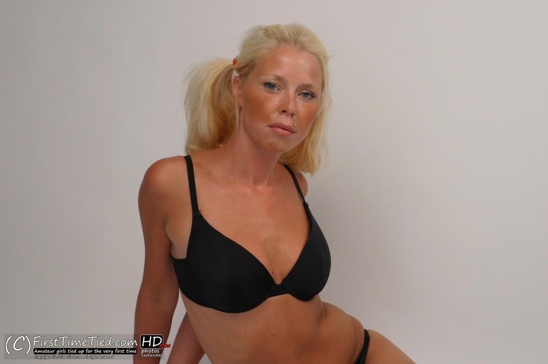 Paula tied up in black underwear in the studio - 3