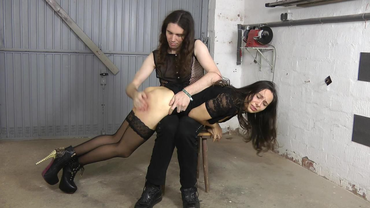 Aiyana - spank ass
