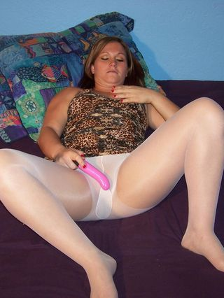 Amateur Milf Toni Fay In White Pantyhose