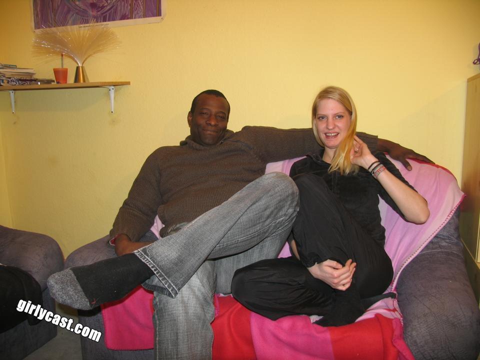 Teen Kati´s erster BBC während ihr Freund zusieht - Fotos