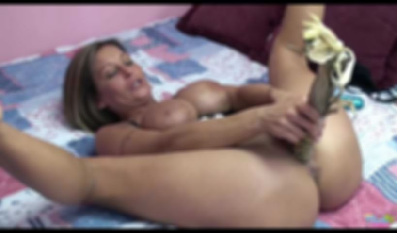 Video - Milf Leeana Has Fun Fucking Her Vegetables
