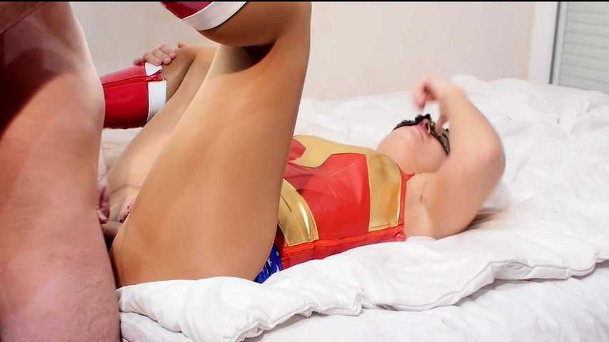 92 Wonder woman fucked in pantyhose