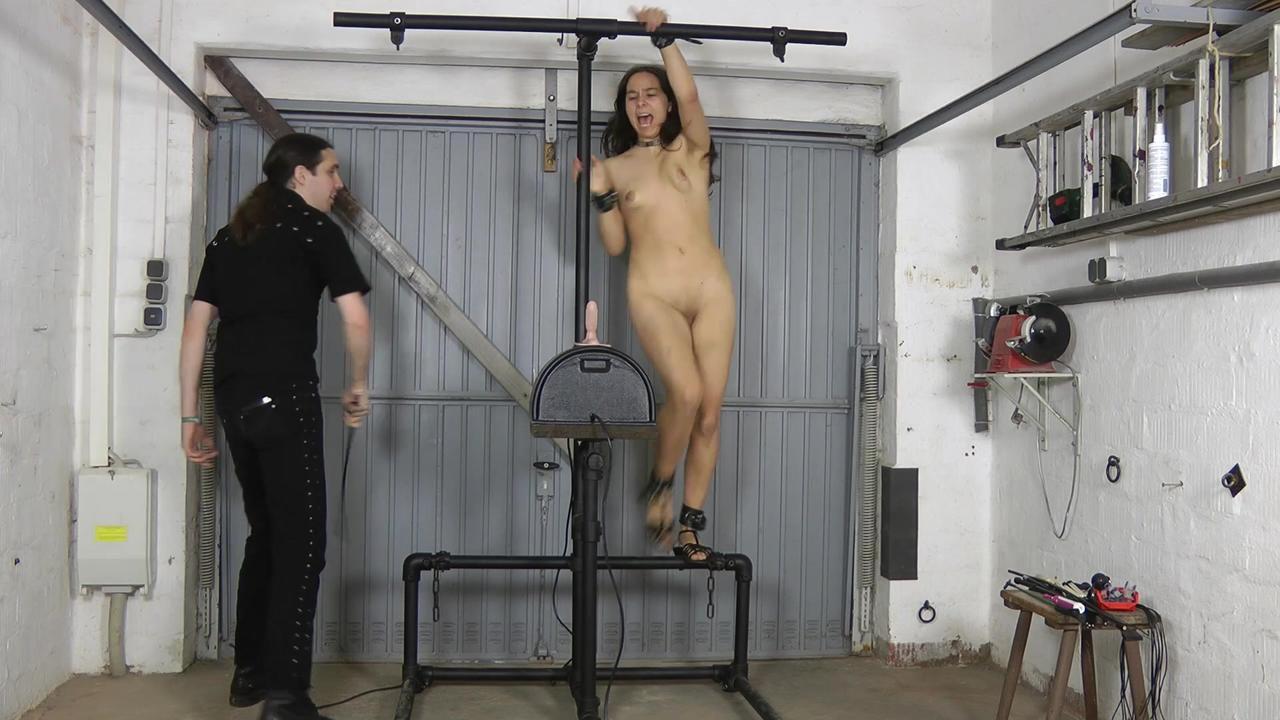 Slavegirl Aijana - Sybian Ritt