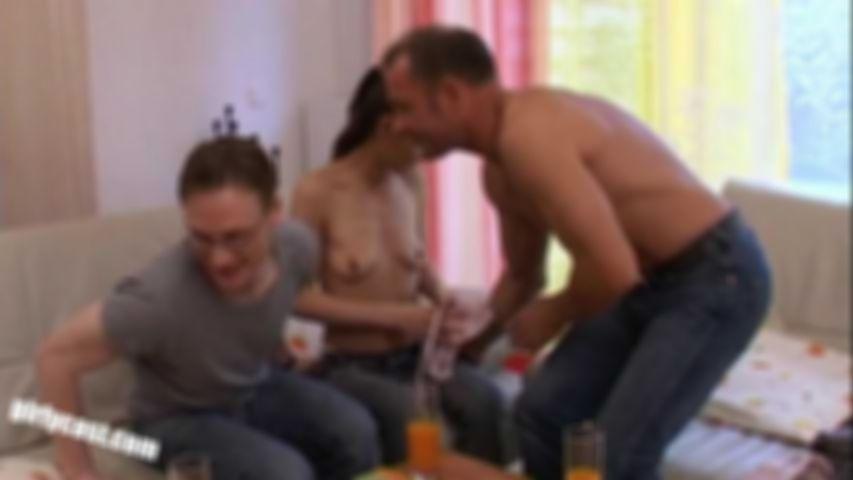 Skinny Hanna horny threesome