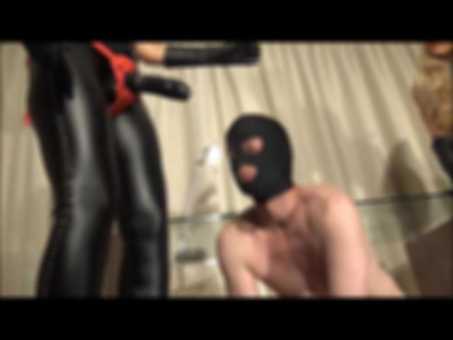 Double Strap-On Domination (auf English)