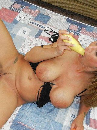 Milf Leeana Has Fun Fucking Her Vegetables