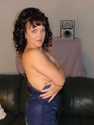 Amateur Milf Jessica In Her Blue Dress Spreading Her Pussy