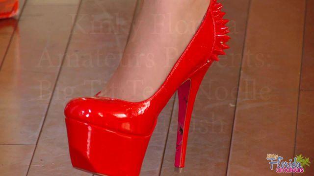 Kinky Teen Amateur Noelle Foot Fetish - Video